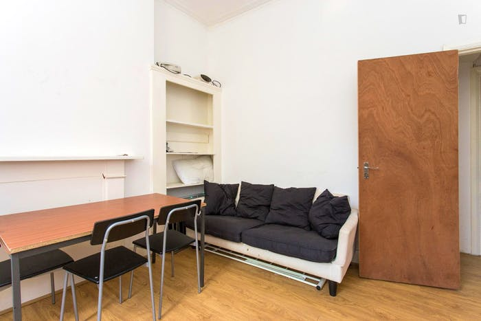 Very neat and bright 2-bedroom apartment in Kensington  - Gallery -  4