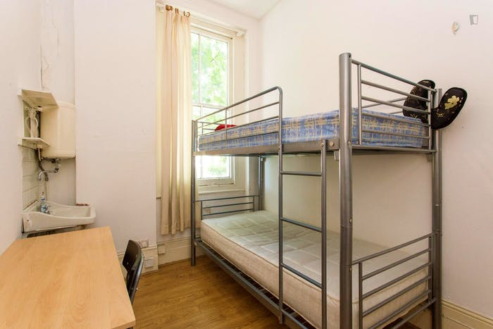 Very neat and bright 2-bedroom apartment in Kensington  - Gallery -  8