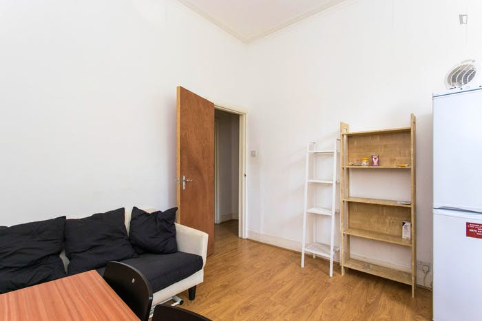 Very neat and bright 2-bedroom apartment in Kensington  - Gallery -  5