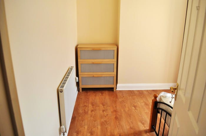 Very neat double bedroom near the Walthamstow Town Square Gardens  - Gallery -  2