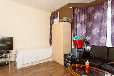 Twin bedroom in Redbridge  - Gallery -  2