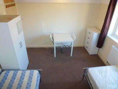 Twin bedroom in a 5-bedroom house, not far from University of Westminster  - Gallery -  3