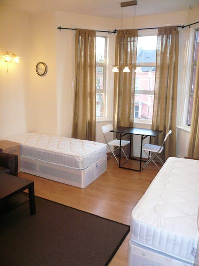 Twin bedroom near the WIlesden Green tube station  - Gallery -  2