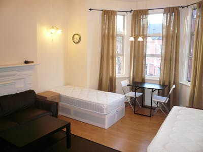 Twin bedroom near the WIlesden Green tube station  - Gallery -  1