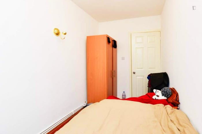 Welcoming double bedroom in a 4-bedroom flat, in Shoreditch  - Gallery -  3