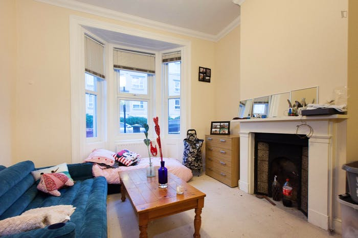 Wide double bedroom in a flat, near the Canada Square Park  - Gallery -  3