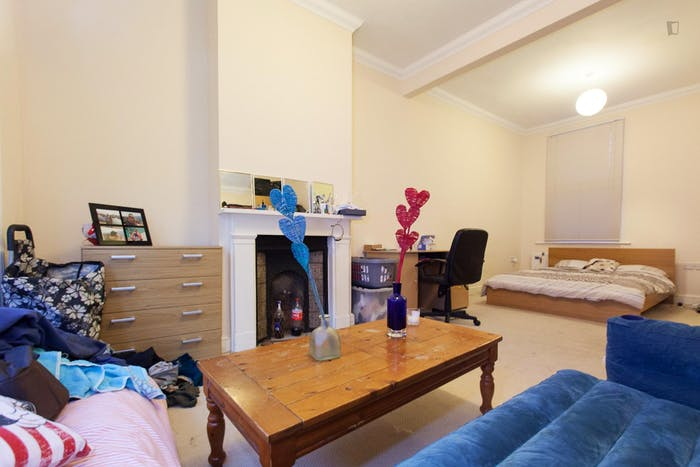 Wide double bedroom in a flat, near the Canada Square Park  - Gallery -  2