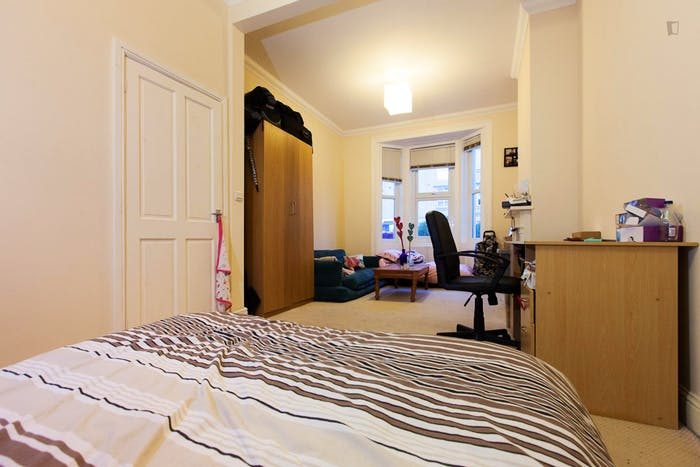 Wide double bedroom in a flat, near the Canada Square Park  - Gallery -  1
