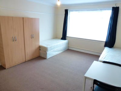 Twin bedroom in a 5-bedroom house close to Kensal Green tube station  - Gallery -  3