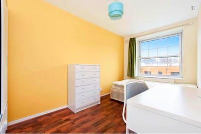 Wonderful double bedroom in Poplar  - Gallery -  1