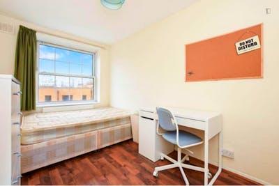 Wonderful double bedroom in Poplar  - Gallery -  2
