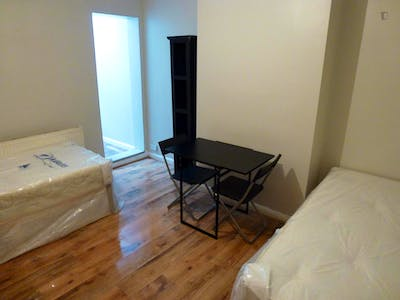 Twin bedroom in a 5-bedroom house near East Acton tube station  - Gallery -  2