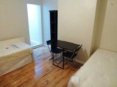 Twin bedroom in a 5-bedroom house near East Acton tube station  - Gallery -  3