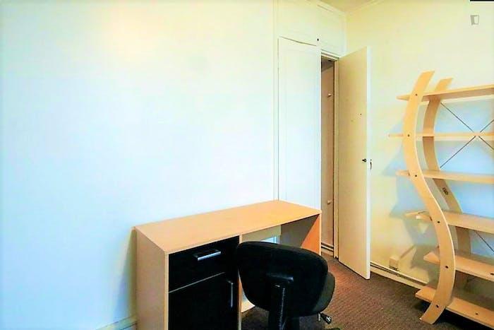 Welcoming double bedroom in Hampstead  - Gallery -  3