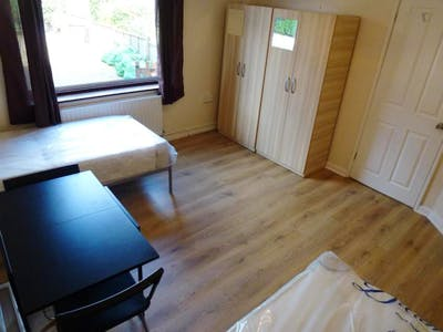 Twin bedroom near East Acton tube station  - Gallery -  3