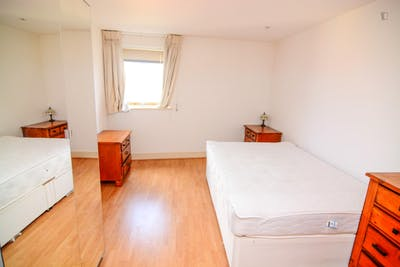 Sublime single bedroom in Millwall  - Gallery -  3