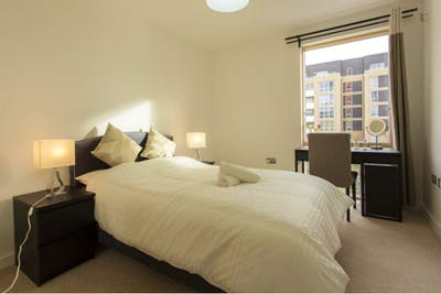 Welcoming double bedroom near the Canning Town tube  - Gallery -  1