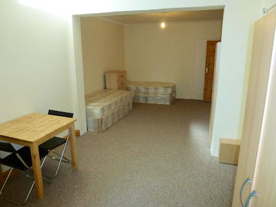 Twin ensuite bedroom close to the East Acton tube station  - Gallery -  3