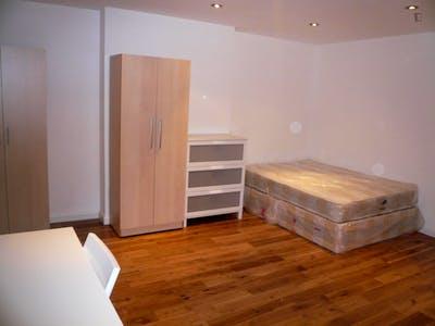 Twin bedroom near Tiverton Green  - Gallery -  2