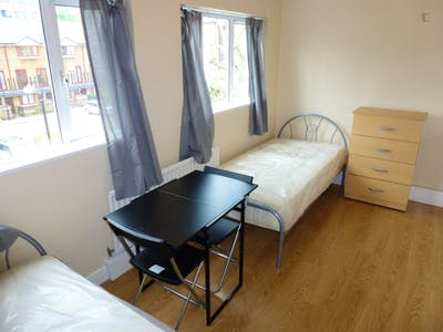 Twin bedroom close to The Regent's Park  - Gallery -  3