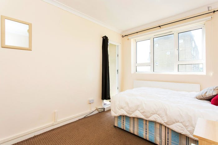 Vibrant double bedroom next to Euston Tube station  - Gallery -  2