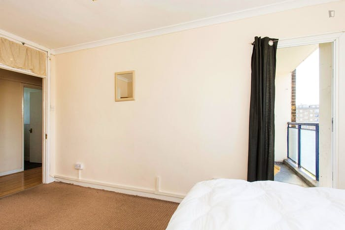 Vibrant double bedroom next to Euston Tube station  - Gallery -  4