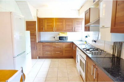 Student-friendly double bedroom near the Bethnal Green Garden  - Gallery -  3