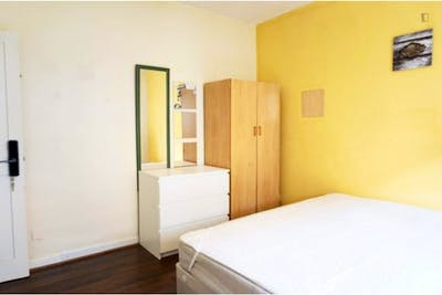 Student-friendly double bedroom near the Bethnal Green Garden  - Gallery -  2