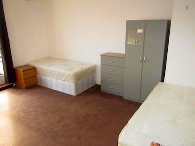 Twin bedroom near the Paddington tube station  - Gallery -  1