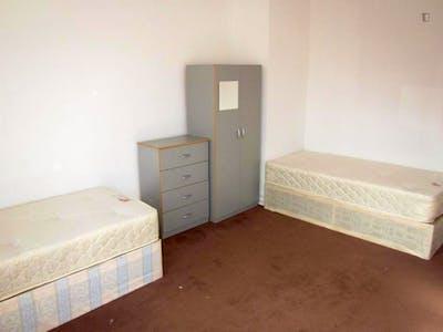 Twin bedroom near the Paddington tube station  - Gallery -  2