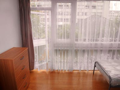 Twin bedroom with balcony, in Lisson Grove  - Gallery -  3