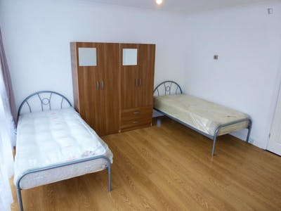 Twin bedroom with balcony, in Lisson Grove  - Gallery -  1