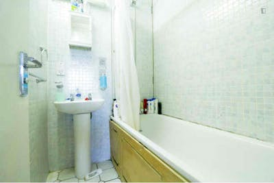 Very nice double bedroom near the Angel tube station  - Gallery -  3