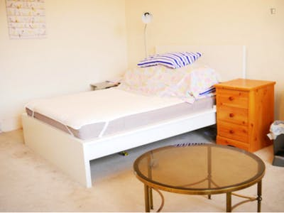 Sublime double bedroom near the Earl's Court tube  - Gallery -  1