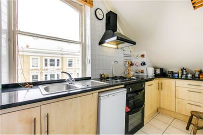 Sublime double bedroom near the Earl's Court tube  - Gallery -  3