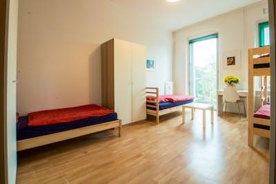 Single bed in nice three-bed dorm next to Tempelhofer Feld