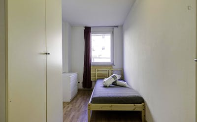Bright single room in  3-bedroom apartment