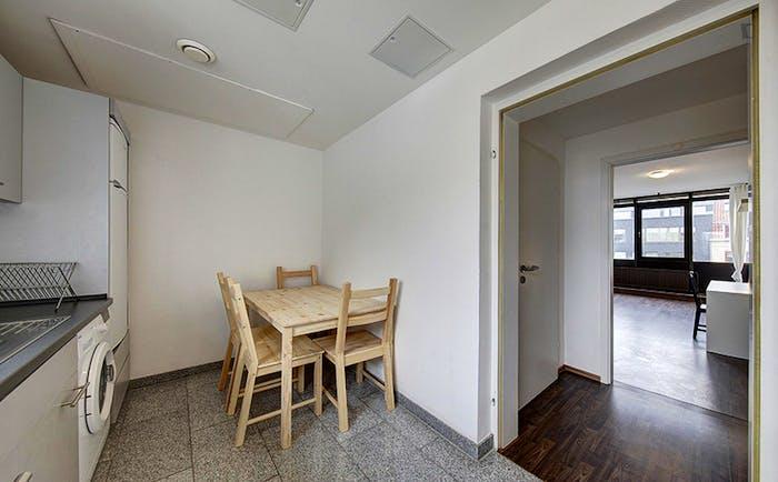 Warm single bedroom in a 6-bedroom flat  - Gallery -  4