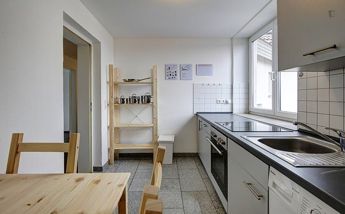 Warm single bedroom in a 6-bedroom flat  - Gallery -  3
