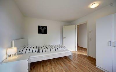 Spacious bedroom near the Rosensteinbrücke subway station