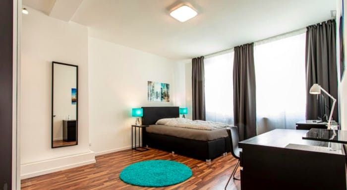 Wonderful single-bedroom in a 5-bedroom apartment in Frankfurt, Sceneviertel near to the central train station  - Gallery -  1