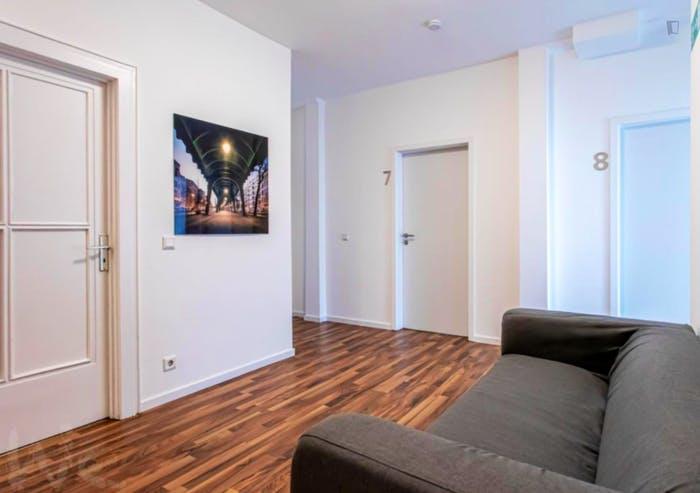 Wonderful single-bedroom in a 5-bedroom apartment in Frankfurt, Sceneviertel near to the central train station  - Gallery -  5