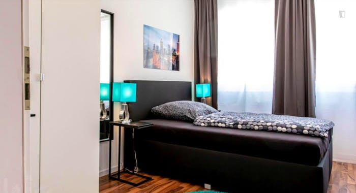 Wonderful single-bedroom in a 5-bedroom apartment in Frankfurt, Sceneviertel near to the central train station  - Gallery -  4