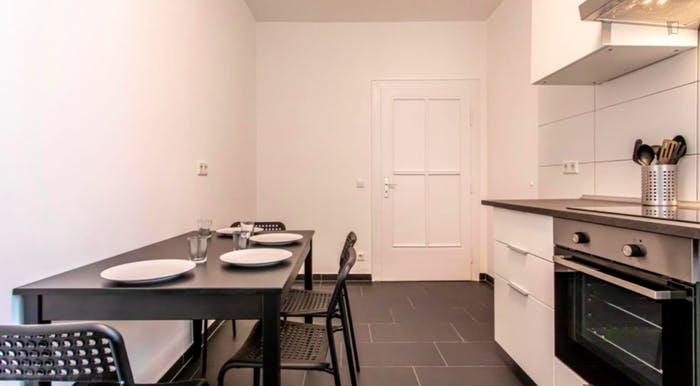 Wonderful single-bedroom in a 5-bedroom apartment in Frankfurt, Sceneviertel near to the central train station  - Gallery -  7