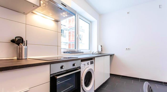Wonderful single-bedroom in a 5-bedroom apartment in Frankfurt, Sceneviertel near to the central train station  - Gallery -  6