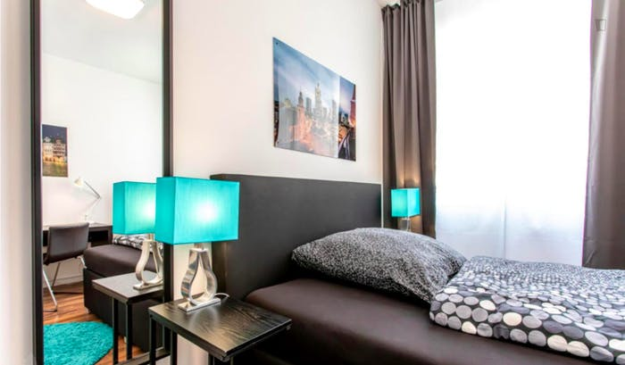 Wonderful single-bedroom in a 5-bedroom apartment in Frankfurt, Sceneviertel near to the central train station  - Gallery -  2