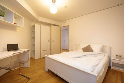Fantastic 3-Bedroom flat with kitchen