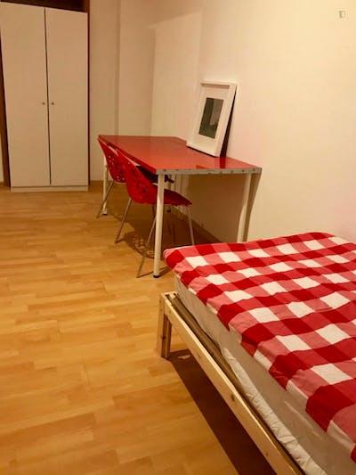 Sublime single bedroom in a student flat, in Tiergarten  - Gallery -  1