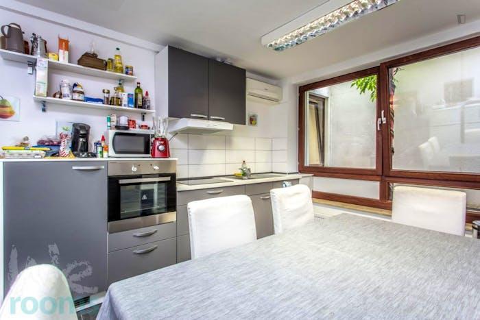 Wonderful double-bedroom in a 9-bedroom apartment in Frankfurt, Sachsenhausen, near an S-Bahn train station  - Gallery -  2