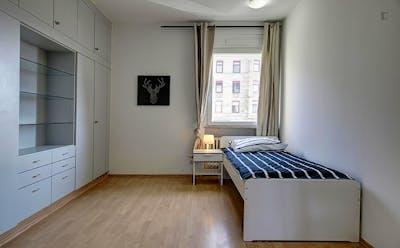 Nice single room in 4-bedroom apartment